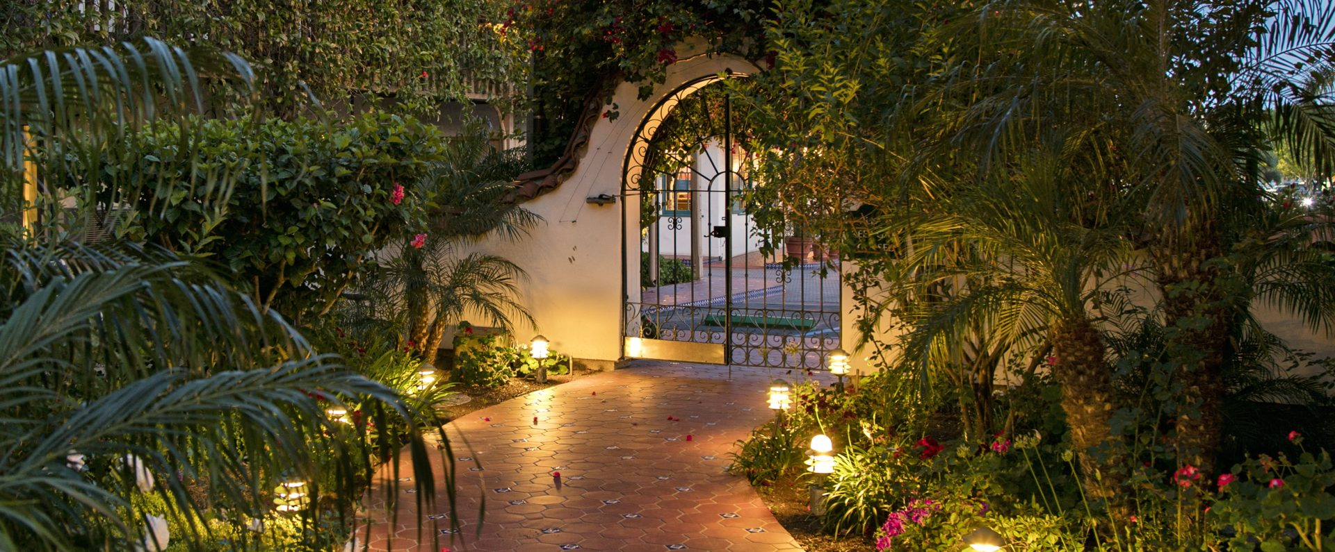 Garden Walkway Best Western Plus Pepper Tree Inn
