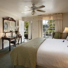 Deluxe King room in Lavender Inn by the Sea