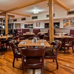 Live Oak Cafe dining room with tables and chairs as well as booths with contemporary decor